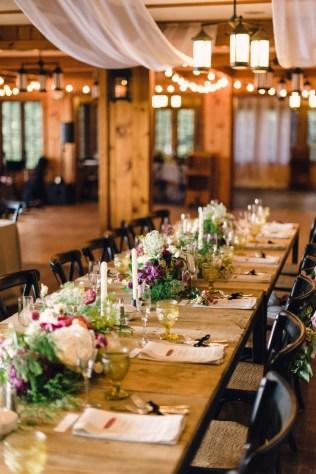 40 Romantic Rustic Barn Wedding Decoration Ideas 19