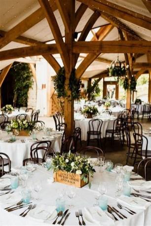 40 Romantic Rustic Barn Wedding Decoration Ideas 25