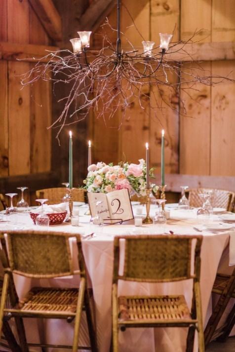 40 Romantic Rustic Barn Wedding Decoration Ideas 27