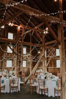 40 Romantic Rustic Barn Wedding Decoration Ideas 33