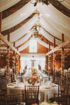 40 Romantic Rustic Barn Wedding Decoration Ideas 39