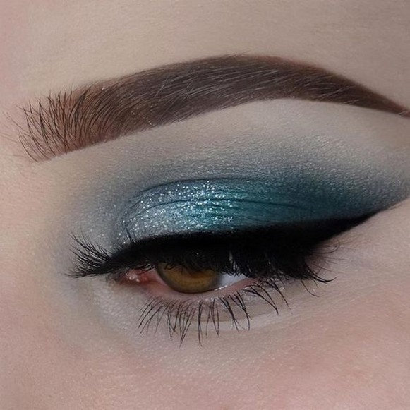 50 Shimmering Eye Makeup for Party Ideas 41