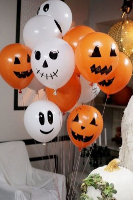 60 Nice Home Decor to Make Your House Stand Out This Halloween 05