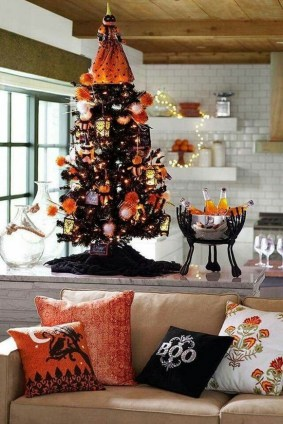 60 Nice Home Decor to Make Your House Stand Out This Halloween 09