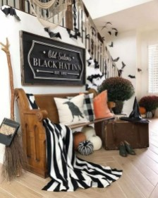 60 Nice Home Decor to Make Your House Stand Out This Halloween 32