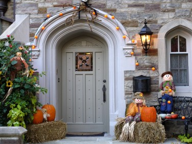 60 Nice Home Decor to Make Your House Stand Out This Halloween 46