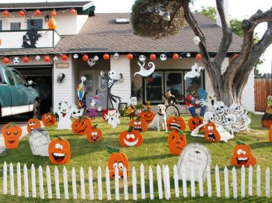 60 Nice Home Decor to Make Your House Stand Out This Halloween 50