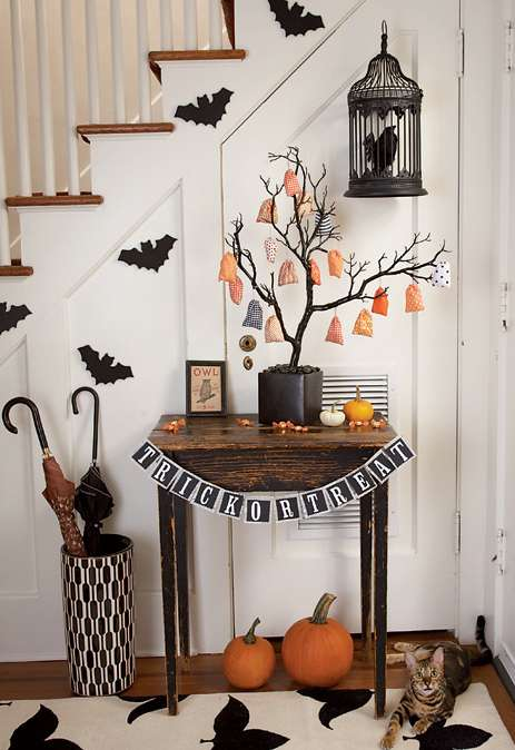 60 Nice Home Decor to Make Your House Stand Out This Halloween 56