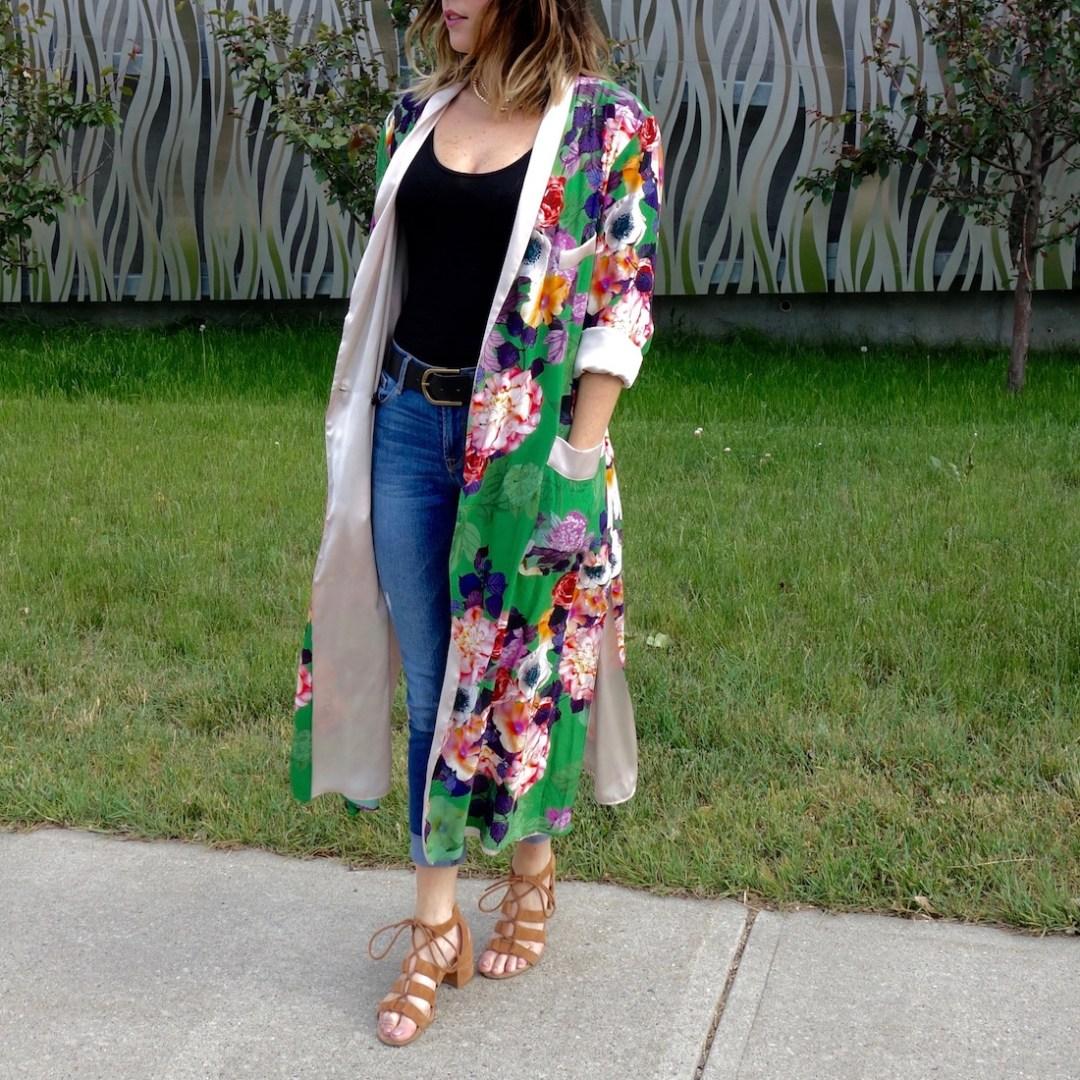 Zara kimono, Old Navy Rockstar jeans, lace up sandals, distressed jeans, quay sunglasses, kimono