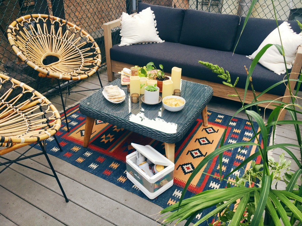 small patio decorating and entertaining