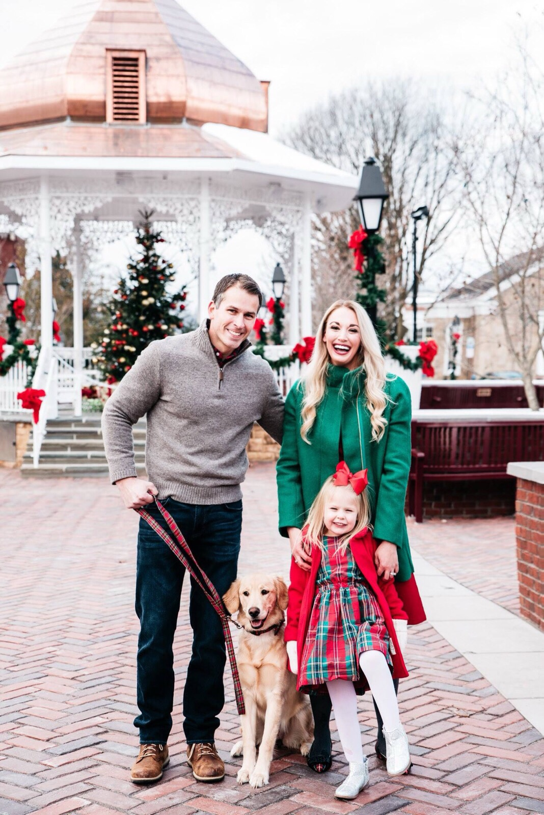 Family Christmas Pictures , Style Her StrongStyle Her Strong