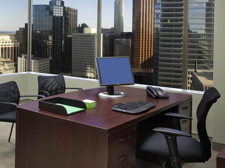 8 Things Every Man Must Have in His Office