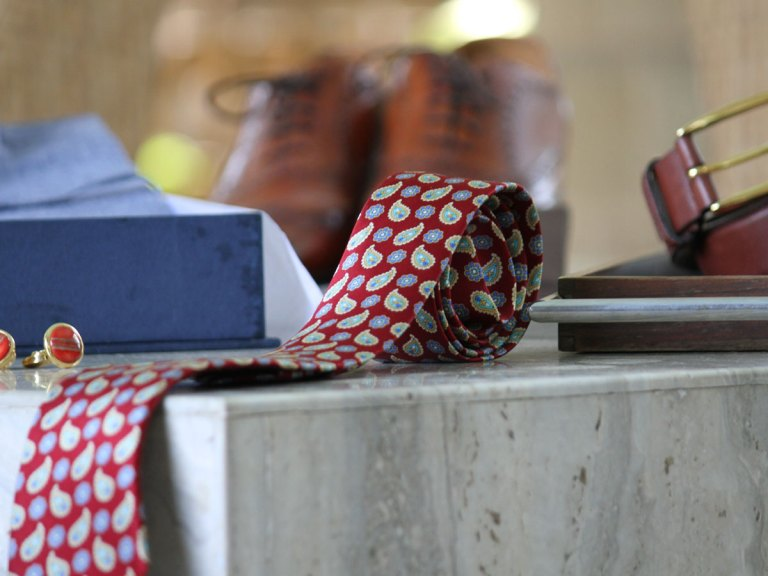 6 Must-Have Accessories for Every Man's Wardrobe