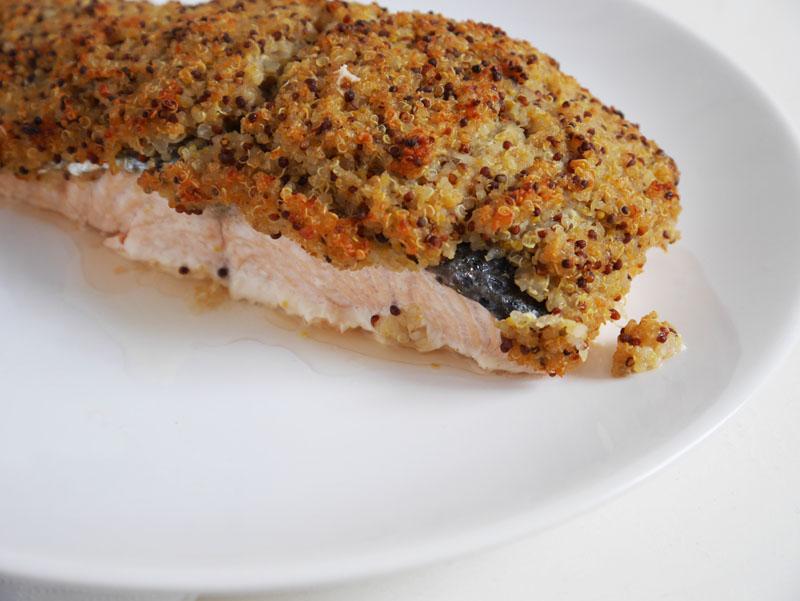 receta de salmón con costra de quinoa