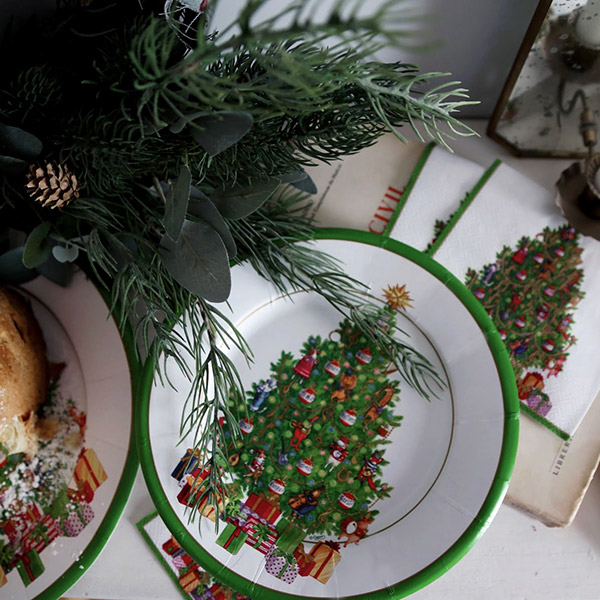 Disposable plates for christmas table
