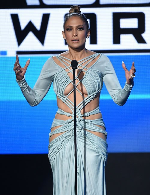 j-lo-ama-outfit-8