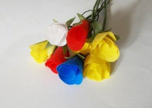 Colorful-paper-roses-for-wall-hanging