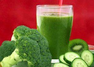 Broccoli-kiwi-cucumber-smoothies