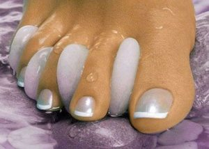 Complete-pedicure-to-give-polish-them-well