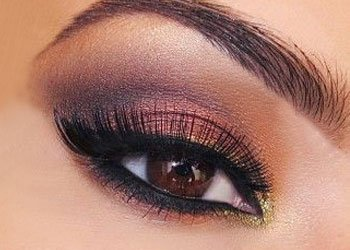 How to apply cream eye shadow?
