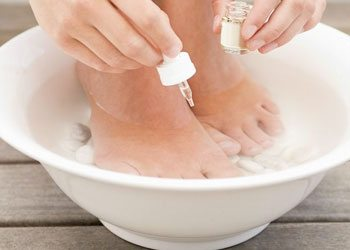To-do-pedicure-give-your-feet-a-soothing-foot-soak