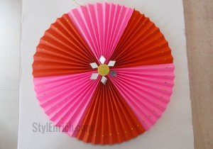 How To Make an Easy DIY Paper Rosette Craft for Christmas Decoration?