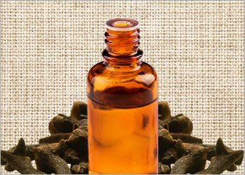 Clove-oil-for-canker-sores