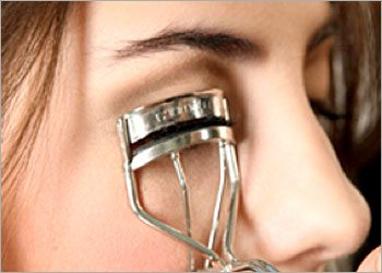 The-eyelash-curler