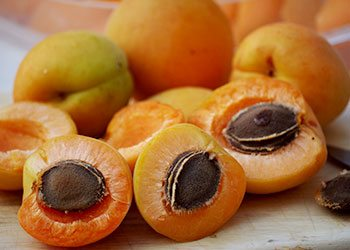 Apricots-home-remedies-for-wrinkles-on-face