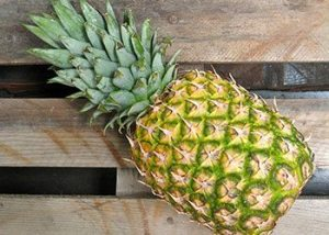 Pineapple-home-remedies-for-wrinkled-skin-on-hand