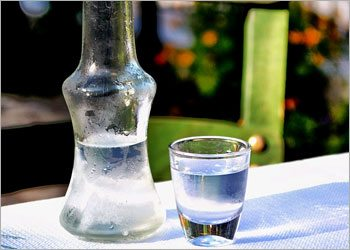 Vodka-for-smelly-feet-home-remedies