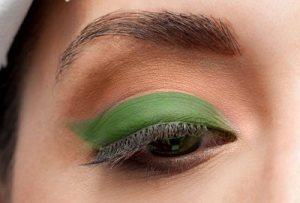 Apply green shadow on the lower half of the eyelid