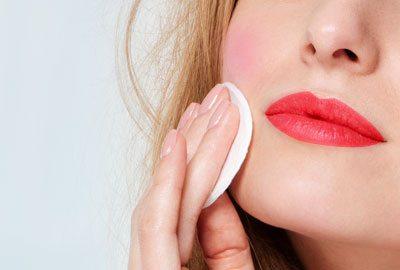 Apply translucent powder on your cheeks