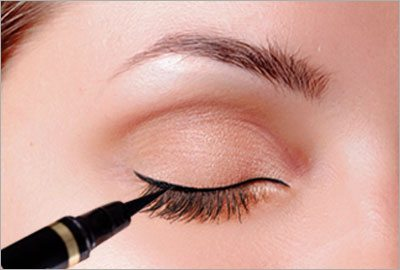 Cat eye makeup learn how to do a cat eye makeup draw the outline and find the angle ccuart Images
