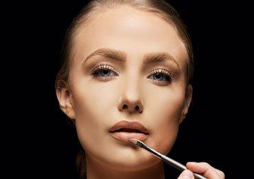 How To Apply Liquid Lipstick?