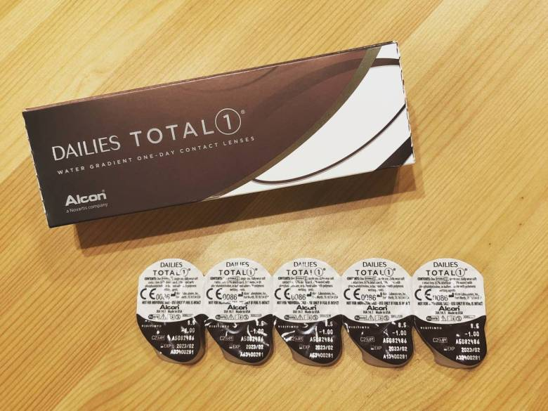 style of tennis alcon contact lens daily total one