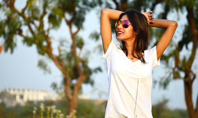 Fashion, Style, Fashion Photography, Summer Fashion, Street Fashion, Fashion Blogger, Casual wear, Levi's Jeans, White Jeans, All white outfit, Mirrored sunglasses,