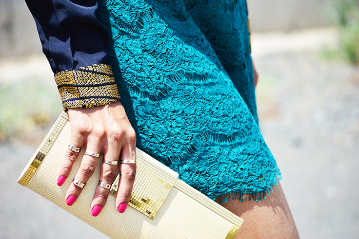 Fashion, Style, Fashion Photography, Street Fashion, Fashion Blogger, Casual wear, Indian Fashion Blogger, Lace Skirt, Forever 21 skirt, Golden clutch, Black pumps