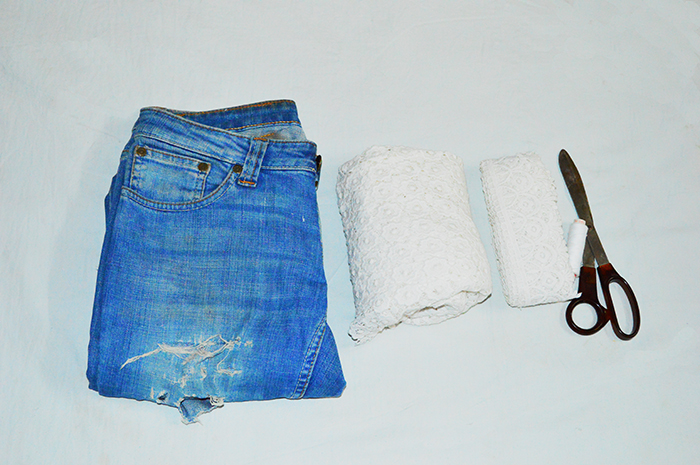 Fashion, Style, Fashion Photography, Street Fashion, Fashion Blogger, Casual wear, Indian Fashion Blogger, DIY, DIY Denim, DIY Denim Shorts, Denim Shorts with lace, DIY Fashion 1