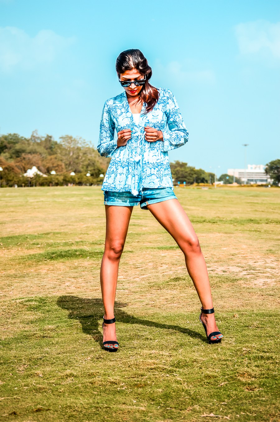 Ways to Wear Denim Shorts in Summer, Denim Shorts, Summer Outfits, Fashion Influencer, Style Blogger, Casual Looks-3