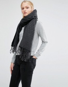 cheap-monday-oversized-knitted-scarf-with-tassels-in-black