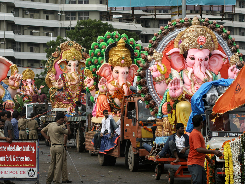 Ganpati procession with bhakts singing and dancing on the streets.