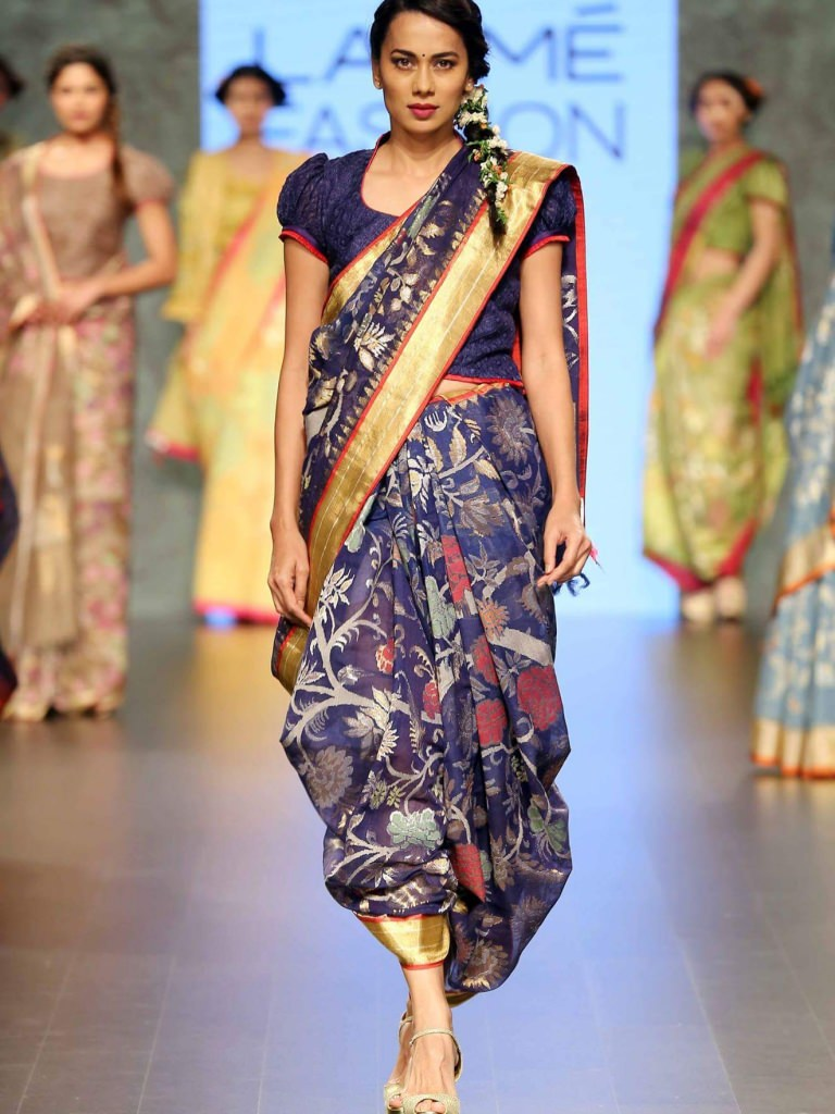 Model walks in an elegantly drapped saree by Gaurang Shah. PC - mumbaigloss.in