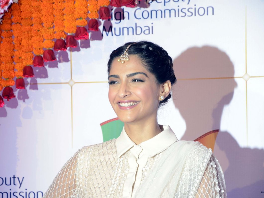 Sonam Kapoor adorns a Elie Saab and Mau. PC-buzzintown
