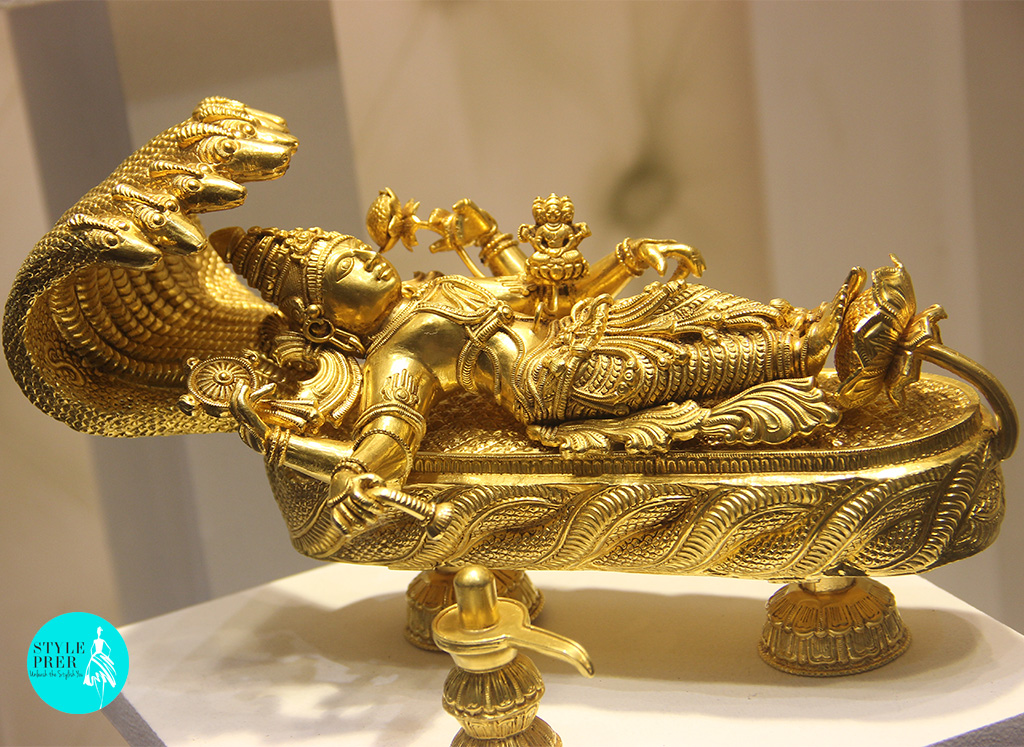 Padmanabh Swami Has All 3 Avatars Of Lord Brahma (rising from the navel), Vishnu (lying down), Shiva (shivling below) Weighing Approx 900gms- Mamraj Mussaddilal Jewellers.