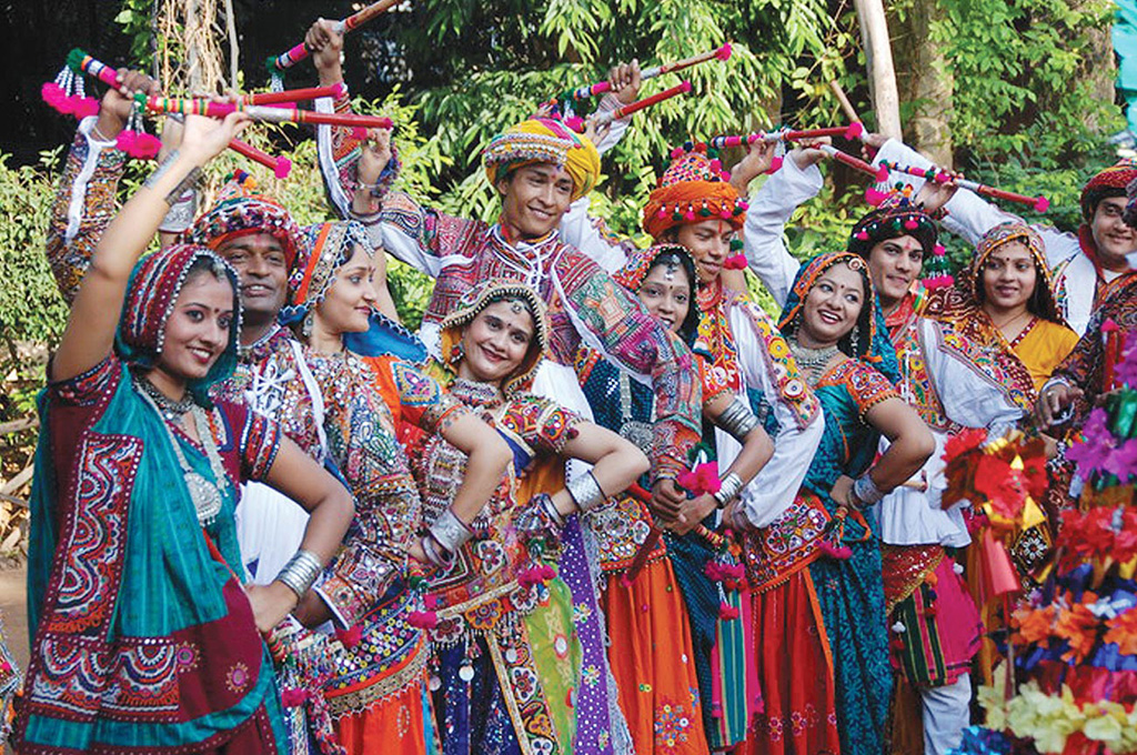 Men And Women In Gujrat Dressed For Navratri-Pinterest.Com