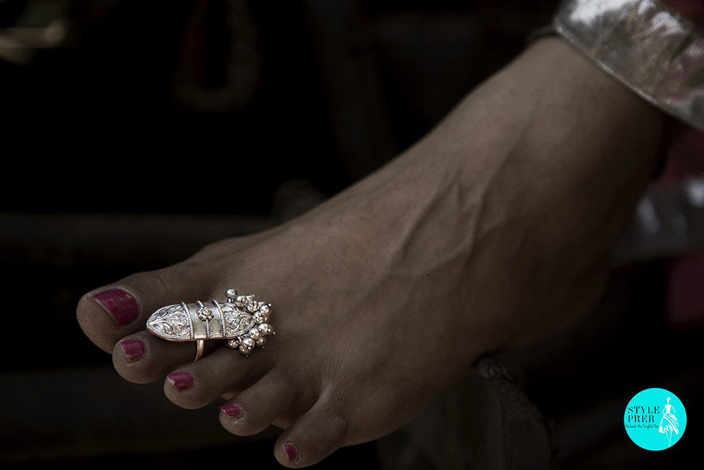 Her Toe Nails May Not Be Prim But Her Silver Toe Ring With Guccha Ghungroo Puwai Will Be!