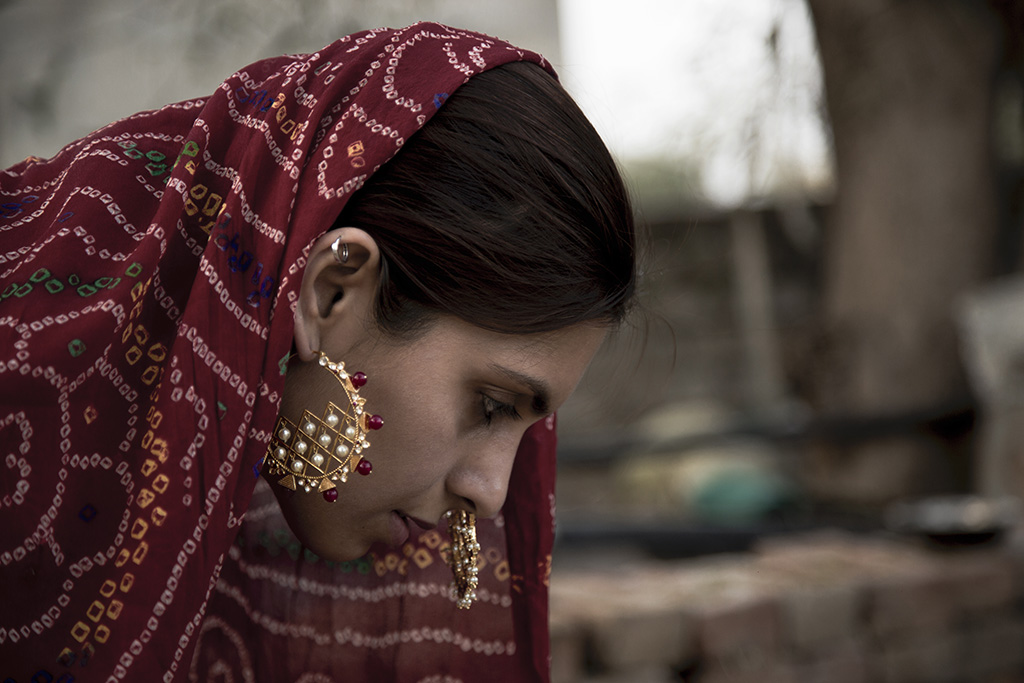 Traditional Living, Modern Thinking! Adorning A Gold Plated Silver Geometric Chaandbaali With Red And White Stones, Pearls
