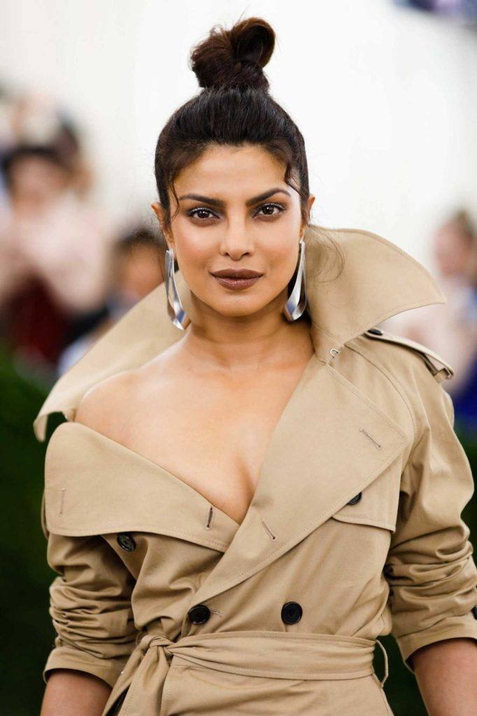Priyanka Chopra steals the show in Jennifer Fisher Statement Earrings and Ring. PC-Google