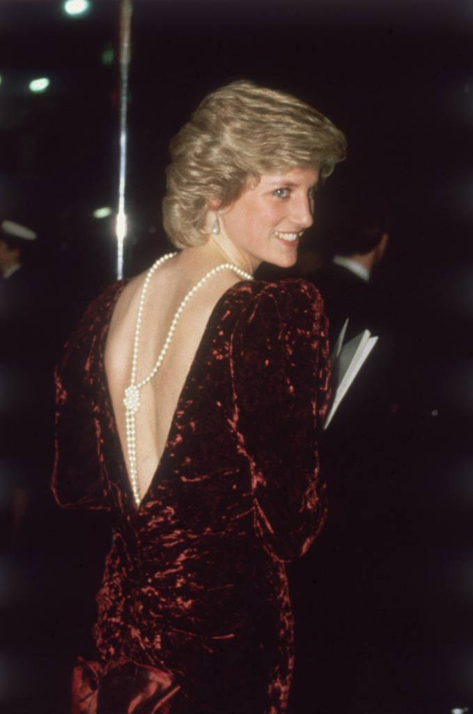 """Late Princess Diana wore a knotted pearl back necklace to the premiere of """"Back To The Future"""""""